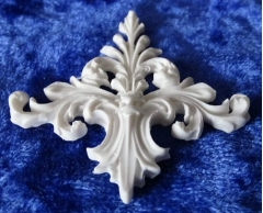 white resin moulding no. 13 small
